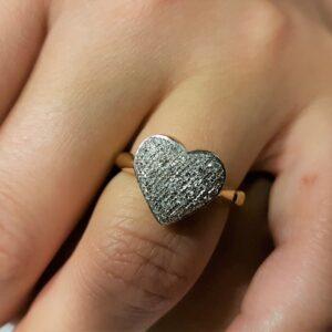 anello con cuore di diamanti