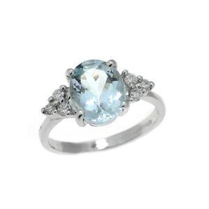 anello con acquamarina taglio ovale e diamanti