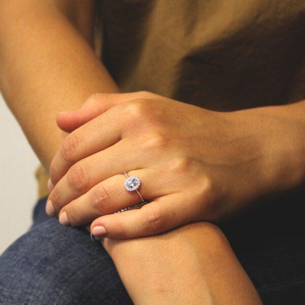 anello in oro con acquamarina e diamanti