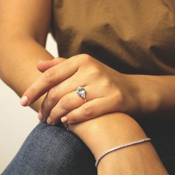 anello in oro acquamarina e diamanti