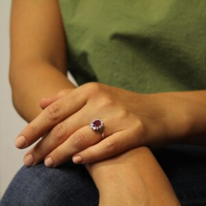 RING IN GOLD WITH RUBY AND DIAMONDS